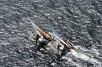 Kieler Woche:EUROPA, DEUTSCHLAND, SCHLESWIG- HOLSTEIN 22.06.2005:Kieler Woche, Regatta Rennyacht gegen Rennyacht auf der Ostsee in die Kieler Förde. Das linke Schiff (Segelkennzeichen K10)  hat den Konkurenten (Segelzeichen D-1) auf der Leeseite überholt. Die Crew sitzt auf der hohen Kante. Bei super Segelwetter  mit Wind um Windstärke 5-6 geht es mit Volldampf zur Ziellinie in der Förde. <br /> Luftaufnahme, Luftbild,  Luftansicht