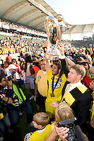 Frankie Hejduk and Clark Hunt hoist the MLS Cup Trophy during MLS Cup 2008. Columbus Crew defeated the New York Red Bulls, 3-1, Sunday, November 23, 2008. Photo by John Todd/isiphotos.com