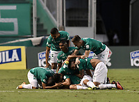 PALMIRA - COLOMBIA, 07-10-2020: Carlos Lizarazo del Cali celebra después de anotar el primer gol de su equipo durante partido entre Deportivo Cali y La Equidad por la fecha 12 de la Liga BetPlay DIMAYOR I 2020 jugado en el estadio Deportivo Cali de la ciudad de Palmira. / Carlos Lizarazo of Cali celebrates after scoring the first goal of his team during match between Deportivo Cali and La Equidad for the date 12 as part of BetPlay DIMAYOR League I 2020 played at Deportivo Cali stadium in Palmira city.  Photo: VizzorImage / Gabriel Aponte / Staff