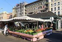 Naschmarkt vor den Jugendstil Wienzeilenhäusern von Otto Wagner, Wien, Österreich, UNESCO-Weltkulturerbe<br /> Market in front of Art Nouveau Wienzeilen-houses by Otto Wagner, Vienna, Austria, world heritage