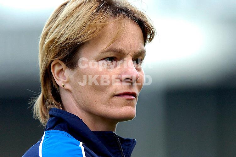 nederland - frankrijk ek kwalificatie vrouwen oosterenkstadion  zwolle 13-05-2006 bondscoach vera pauw
