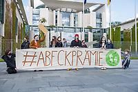 Anlaesslich des Corona-Autogipfel der Bundeskanzlerin mit Vertretern der Autoindustrie am 5. Mai 2020 protestierten Mitglieder von Fridays for Future (im Bild), der Dienstleistungsgewerkschaft ver.di, campact!, Greenpeace und anderen Umweltorganisationen vor dem Kanzleramt gegen Praemien zum Kaufanreiz fuer Neuwagen. Sie forderten finanzielle Unterstuetzung an eine nachhaltige und sozial gerechte Verkehrspolitik zu koppeln.<br /> 5.5.2020, Berlin<br /> Copyright: Christian-Ditsch.de<br /> [NUR FUER REDAKTIONELLE ZWECKE! Werbung nur auf Anfrage beim Fotografen. Inhaltsveraendernde Manipulation des Fotos nur nach ausdruecklicher Genehmigung des Fotografen. Vereinbarungen ueber Abtretung von Persoenlichkeitsrechten/Model Release der abgebildeten Person/Personen liegen nicht vor. NO MODEL RELEASE! Don't publish without copyright Christian-Ditsch.de, Veroeffentlichung nur mit Fotografennennung, sowie gegen Honorar, MwSt. und Beleg. Konto: I N G - D i B a, IBAN DE58500105175400192269, BIC INGDDEFFXXX, Kontakt: post@christian-ditsch.de<br /> Bei der Bearbeitung der Dateiinformationen darf die Urheberkennzeichnung in den EXIF- und  IPTC-Daten nicht entfernt werden, diese sind in digitalen Medien nach §95c UrhG rechtlich geschuetzt. Der Urhebervermerk wird gemaess §13 UrhG verlangt.]