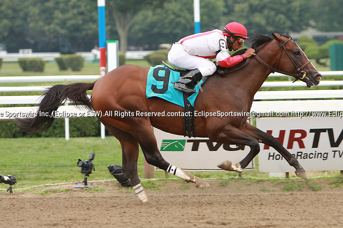 Currency Swap with Rajiv MAragh win race 3, a $54,000 Maiden Special Weight for 2 year olds, 6 1/2 furlongs at Saratoga Racetrack. Trainer Teresa Pompay.  Owner Klaravich Stables and William Lawrence.