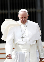 Papa Francesco al termine dell'udienza generale del mercoledi' in Piazza San Pietro, Citta' del Vaticano, 22 marzo, 2017.<br /> Pope Francis leaves at the end of his weekly general audience in St. Peter's Square at the Vatican, on March 22, 2017.<br /> UPDATE IMAGES PRESS/Isabella Bonotto<br /> <br /> STRICTLY ONLY FOR EDITORIAL USE