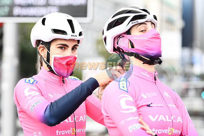 Valcar–Travel & Service at sign on before the start of Stage 3 of the CERATIZIT Challenge by La Vuelta 2020, running 98.6km around the streets of Madrid, Spain. 8th November 2020.<br /> Picture: Antonio Baixauli López/BaixauliStudio | Cyclefile<br /> <br /> All photos usage must carry mandatory copyright credit (© Cyclefile | Antonio Baixauli López/BaixauliStudio)