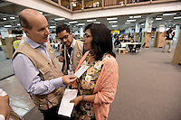 BOGOTÁ -COLOMBIA. 15-06-2014. José María Figueres (Izq), Jefe de la misión de veeduría de la OEA, realiza su visita al puesto de votación de Corferias Bogota durante la segunda vuelta de la elección de Presidente y vicepresidente de Colombia que se realiza hoy 15 de junio de 2014 en todo el país./ Jose Maria Figueres (L), Head of the mission oversight of the, makes his visit to the Corferias Bogota polling station during the second round of the election of President and vice President of Colombia that takes place today June 15, 2014 across the country. Photo: VizzorImage/ Gabriel Aponte / Staff