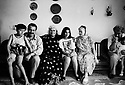 Iraq 1992<br /> Suleimania: the family Shawess in their home, 2nd left, Roj Shawess<br /> Irak 1992 La famille Shawess dans leur maison de Suleimania, 2eme a gauche, Roj Shawess