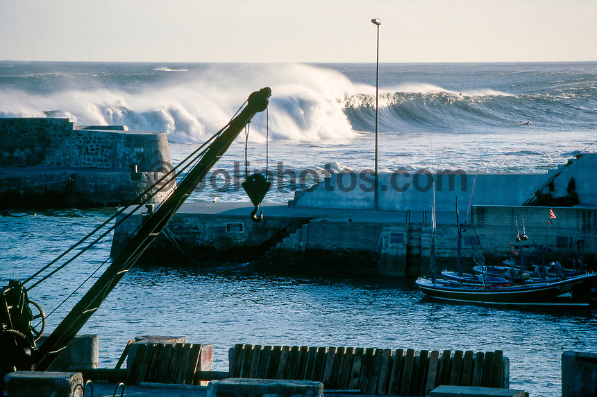 Line Up of the Mundaka river-mouth during an epic swell in November 1989. Mundaka, Basque Country, Spain. Photo: joliphotos.com