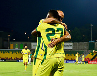 BUCARAMANGA - COLOMBIA, 25–03-2021: Alvaro Melendez de Atletico Bucaramanga, celebra con sus compañeros de equipo el gol anotado al Deportivo Cali durante partido entre Atletico Bucaramanga y Deportivo Cali de la fecha 14 por la Liga BetPlay DIMAYOR I 2021, jugado en el estadio Alfonso Lopez de la ciudad de Bucaramanga. / Alvaro Melendez of Atletico Bucaramanga, celebrates with his teammates a scored goal to Deportivo Cali during a match between Atletico Bucaramanga and Deportivo Cali of the 14th date for the BetPlay DIMAYOR I 2021 League at the Alfonso Lopez stadium in Bucaramanga city. / Photo: VizzorImage / Miguel Vergel / Cont.