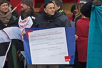 Mehrere hundert Menschen protestierten am Samstag den 16. Februar 2013 in Berlin Neukoelln gegen eine Veranstaltung der NPD. Die NPD hatte zu einer oeffentlichen Diskussionsveranstaltung gegen ein geplantes Fluechtlingsheim mobilisiert.<br />16.2.2013, Berlin<br />Copyright: Christian-Ditsch.de<br />[Inhaltsveraendernde Manipulation des Fotos nur nach ausdruecklicher Genehmigung des Fotografen. Vereinbarungen ueber Abtretung von Persoenlichkeitsrechten/Model Release der abgebildeten Person/Personen liegen nicht vor. NO MODEL RELEASE! Don't publish without copyright Christian-Ditsch.de, Veroeffentlichung nur mit Fotografennennung, sowie gegen Honorar, MwSt. und Beleg. Konto:, I N G - D i B a, IBAN DE58500105175400192269, BIC INGDDEFFXXX, Kontakt: post@christian-ditsch.de<br />Urhebervermerk wird gemaess Paragraph 13 UHG verlangt.]