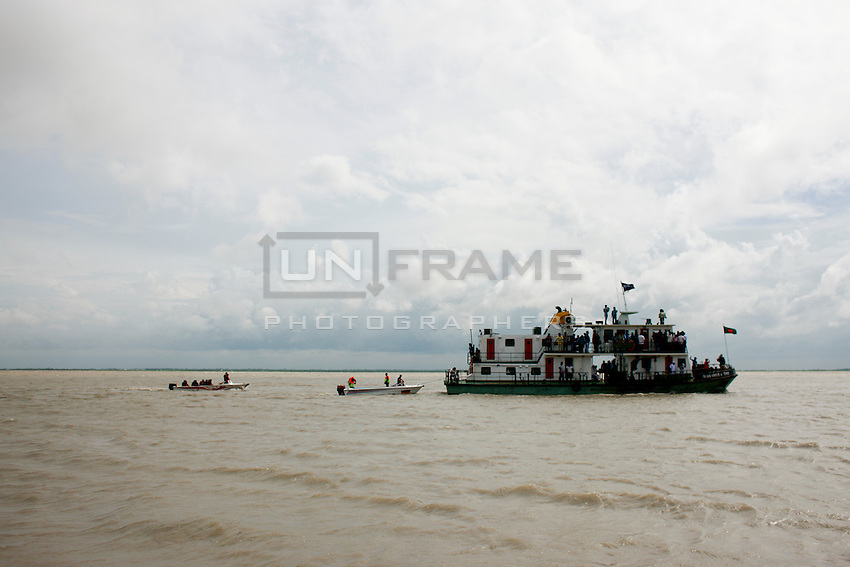 Rescue workers trying to identify sank ferry. Today the Pinak-6, a passenger vessel sank in the middle of the river Padma on its way to Mawa from Kawrakandi terminal at around 11 PM today. The boat capsized since the river was rough due to the stormy weather. At least 250 people were in the capsized boat. Local people rescued nearly 45 passengers from the river and many other are still missing. Stormy weather and strong current hamper the rescue operation. Mawa, Munshigonj, near Dhaka, Bangladesh