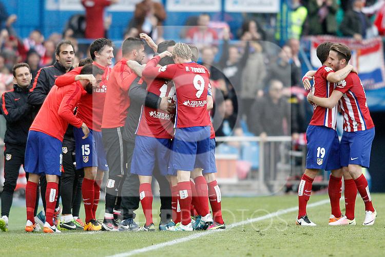 Atletico de Madrid's players celebrate goal during La Liga match. April 23,2016. (ALTERPHOTOS/Acero)