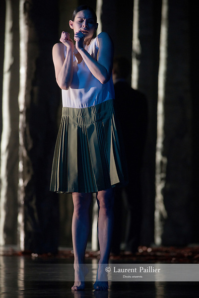 VERKLÄRTE NACHT<br /> <br /> MUSIQUE MUSIC Arnold Schönberg<br /> (La Nuit transfigurée, op. 4, version pour orchestre à cordes, 1899)<br /> CHORÉGRAPHE   CHOREOGRAPHY Anne Teresa De Keersmaeker (1995)<br /> DÉCOR   SET DESIGN Gilles Aillaud, Anne Teresa De Keersmaeker<br /> COSTUMES   COSTUME DESIGN Rudy Sabounghi<br /> LUMIERES   LIGHTING DESIGN Vinicio Cheli<br /> ANALYSE MUSICALE I MUSICAL ANALYSIS Georges-Elie Octors/Rosas<br /> ASSISTANT DE LA CHORÉGRAPHE   ASSISTANT CHOREOGRAPHER Jakub Truszkowski<br /> REPÉTITIONS   REHEARSALS Cynthia Loemij, Mark Lorimer,Johanne Saunier, Clinton Stringer, Samantha van Wissen<br /> <br /> Verklärte Nacht, extrait de Erwartung/Verklärte Nacht est créé le 4 novembre 1995 à De Munt/La Monnaie à Bruxelles<br /> Verklärte Nacht, extract from Erwartung/Verklärte Nacht is created on Novembre 4th 1995 at De Munt/ La Monnaie in Brussels<br /> <br /> Entrée au répertoire du Ballet de I'Opéra national de Paris le 22 octobre 2015.<br /> Entered the Paris National Opera Ballet repertoire on October the 22d 2015.<br /> Léonore Baulac, Alice Renavand, Alice Catonnet, Lydie Vareilhes, Séverine Westermann, Émilie Hasboun, Katherine Higgins, Awa Joannais, Arthus Raveau, <br /> <br /> Nicolas Paul, Matthieu Botto, Alexandre Carniato, Antonio Conforti, Jack Gasztowtt<br /> Durée   Duration 30 mn<br /> Fin du spectacle vers 21:15<br /> End of the performance at approximately 9.15 pm<br /> DATE 26/04/2018<br /> LIEU   PLACE Opéra Garnier<br /> VILLE   CITY Paris<br /> © Laurent Paillier / photosdedanse.com