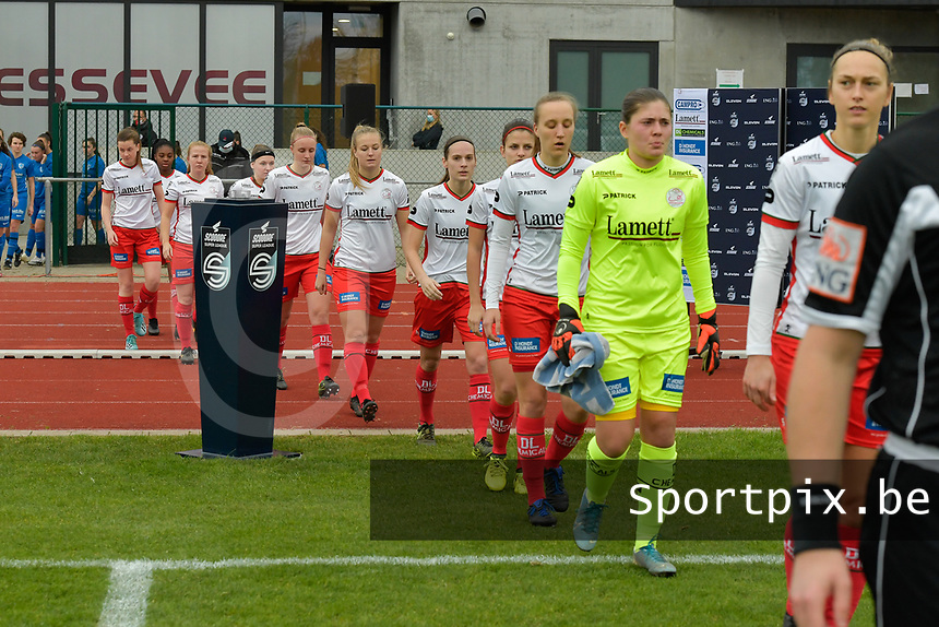 players of Zulte Waregem  pictured entering the pitch during a female soccer game between SV Zulte - Waregem and KRC Genk on the 8 th matchday of the 2020 - 2021 season of Belgian Scooore Women s SuperLeague , saturday 21 th of November 2020  in Zulte , Belgium . PHOTO SPORTPIX.BE | SPP | DIRK VUYLSTEKE