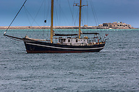 France, Manche (50), Cotentin, Cherbourg, rade de Cherbourg , Fort de l'Est  et voilier // France, Manche, Cotentin, Cherbourg,Cherbourg Harbour (French rade de Cherbourg; literally, the roadstead of Cherbourg Eastern Fort and sailboat