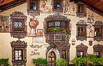 Oesterreich, Tirol, Oetztal - ein Seitental des Inntals - Dorf Oetz, Namensgeber des gesamten Tals: Hausfassade Gasthof zum Stern von 1573 mit Lueftlmalerei | Austria, Tyrol, Oetz Valley, village Oetz: Inn 'Gasthof zum Stern' from 1573 with 'Lueftlmalerei ' (frescoes)