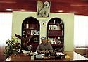 Irak Kurdistan 2002.Hamid Effendi, ministre des Peshmergas du KDP, à son bureau avec un portrait du general  Barzani.Iraq 2002.Erbil: Hamid Effendi, minister of the peshmergas in his office....Kurdistan Iraq 2002.Hamid Efendi, minister of Peshmergas ( Kurdish fighters)