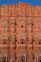 INDIA Rajasthan Jaipur, Hawa Mahal or Palace of winds, built in 1799 by Maharaja Sawai Pratap Singh / INDIEN Rajasthan Jaipur, Hava Mahal, Palast der Winde
