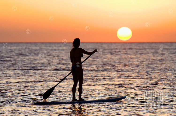 Standup paddler at sunset at Olowalu, Maui, Hawaii, USA.