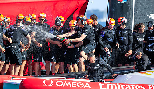 After 10 races and a scoreline of 7:3 the America's Cup was New Zealand's once again