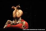 K.O.D. Kiss of Death.Conception scénique et chorégraphique Isabella Soupart.librement inspiré d'Hamlet de William Shakespeare.scénographie Jim Clayburgh.dramaturgie Hildegard De Vuyst.vidéo Kurt D'Haeseleer.son Marc Doutrepont.design sonore Thomas Turine.lumière Xavier Lauwers.régie lumière Julie Petit-Etienne.direction technique Stefano Serra..avec.Bérengère Bodin, Andreas Christou, Charles François, Zoë Poluch, Olivier Taskin.musicien Filip Wauters..Théâtre national de Chaillot - Salle Gémier.Paris le 15/10/2008..© 2008 L Paillier / photosdedanse.com - All rights reserved