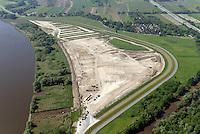 Kreetsand: EUROPA, DEUTSCHLAND, HAMBURG 08.06.2013:  Das IBA-Projekt Kreetsand, ein Pilotprojekt im Rahmen des Tideelbe-Konzeptes der Hamburg Port Authority (HPA), soll auf der Ostseite der Elbinsel Wilhelmsburg zusaetzlichen Flutraum für die Elbe schaffen. Das Tidevolumen wird durch diese strombauliche Massnahme vergroessert und der Tidehub reduziert. Gleichzeitig ergeben sich neue Moeglichkeiten für eine integrative Planung und Umsetzung verschiedenster Interessen und Belange aus Hochwasserschutz, Hafennutzung, Wasserwirtschaft, Naturschutz und Naherholung. Das Projekt Kreetsand wird vor diesem Hintergrund auch einen Teil des IBA-Projekts Deichpark-Elbinsel darstellen. Bei dem Projekt werden diese Aspekte für die gesamte Elbinsel analysiert und vorteilhafte Maßnahmen und Strategien fuer die Kombination der verschiedenen Anforderungen entwickelt.