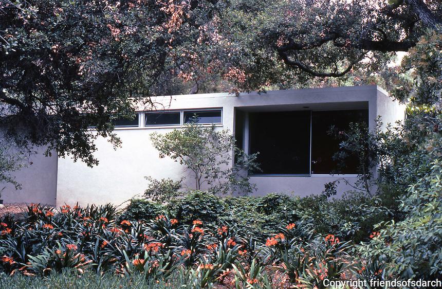 Richard Neutra: Tremaine House, Montecito, 1948. Photo '82.