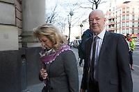 Die Eltern des ermordeten Luke Holland, Rita und Philip Holland, kommen bei Gericht an. Sie sind Nebenkläger. // Im Berliner Landgericht beginnt der Prozess gegen Rolf Zielezinski nach dem Mord an Luke Holland.