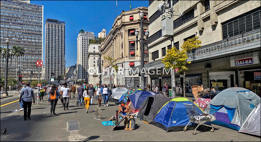 Pessoas dormindo na rua, pandemia Coronavirus, Praça Ramos de Azevedo, Sao Paulo. 07.2020. Foto Juca Martins