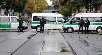"""Nazi Aufmarsch / Demo in Leipzig Ost - Leipziger verhindert den Zug durch die Stadt mit Blockade am S-Bahnhof Sellerhausen - unter dem Motto """"Leipzig nimmt Platz"""" nahmen Hunderte Leipziger an der bunten Gegenveranstaltung teil - sie schafften es den Start des Aufmarsches solange zu verhindern bis die Polizei die Kundgebung für beendet erklärte - in diesem Moment (ca. 16:40) eskalierte die Situation auf Seiten der Sympathiesanten der rechten Szene - Steine und Flaschen flogen - die Polizei bekam die Situation rasch wieder unter Kontrolle - im Bild:  Polizeisperre vor dem S-Bahnhof Sellerhausen. Sixpack Polizeiauto. Foto: Norman Rembarz..Norman Rembarz , ASV-Autorennummer 41043728 , Holbeinstr. 14, 04229 Leipzig, Tel.: 01794887569, Hypovereinsbank: BLZ: 86020086, KN: 357889472, St.Nr.: 231/261/06432 - Jegliche kommerzielle Nutzung ist honorar- und mehrwertsteuerpflichtig! Persönlichkeitsrechte sind zu wahren. Es wird keine Haftung übernommen bei Verletzung von Rechten Dritter. Autoren-Nennung gem. §13 UrhGes. wird verlangt. Weitergabe an Dritte nur nach  vorheriger Absprache.."""