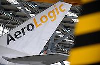 Pressekonferenz und Eröffnungszeremonie der Zusammenarbeit von DHL und Lufthansa Cargo als AeroLogic - Luftfracht Air Cargo Post - mit 8 Boeing 777 (B777F) wird begonnen -  im Bild: Feature AeroLogic - Seitenleitwerk der B 777 F . Foto: Norman Rembarz..