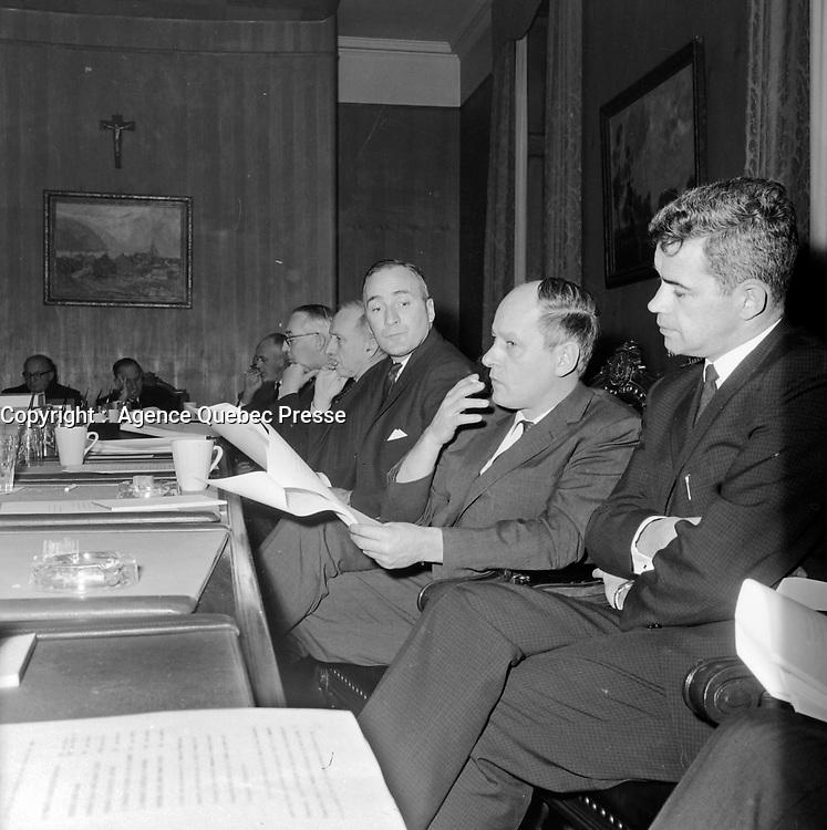 L' Offre du gouvernement Jean Lesage aux actionnaires des compagnies d'electricite<br /> , le 28 décembre 1962<br /> <br /> Photographe : Photo Moderne - Agence Quebec Presse
