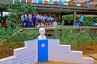 Estudantes em escola de campo. Cuba. 1984. Foto de Juca Martins.