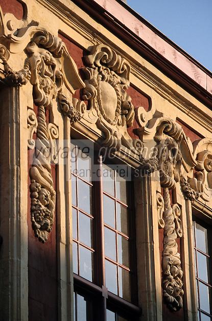 Europe/France/Nord-Pas-de-Calais/59/Nord/Lille: Façade de la bibliothèque du Vieux Lille Place Louise de Bettignies