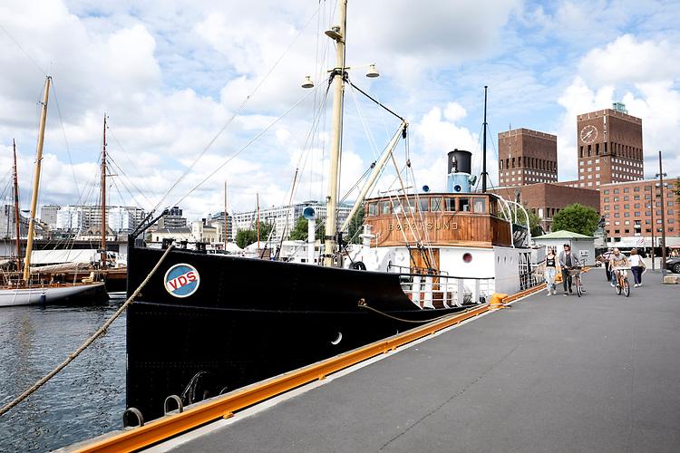 Hafen, 08/2014<br /> <br /> Engl.: Europe, Scandinavia, Norway, Oslo, harbor, boat, August 2014