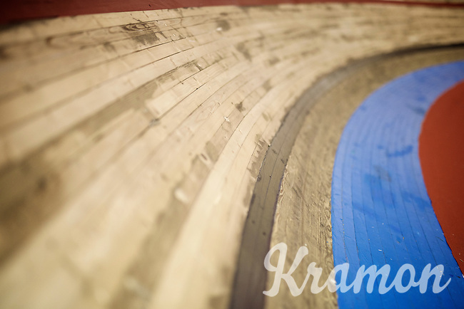 the wooden track of 't Kuipke is one of the shortest in track racing: 166m<br /> <br /> 2015 Gent 6
