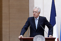 Il Presidente del Consiglio Mario Monti parla durante la conferenza stampa congiunta col Presidente della Repubblica Francese Francois Hollande  al termine del loro incontro a Palazzo Chigi, Roma, 14 giugno 2012..Italian Premier Mario Monti speaks during a joint press conference with French President at the end of their meeting at Chigi Palace, Rome, 14 june 2012..UPDATE IMAGES PRESS/Riccardo De Luca
