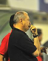 BARRANCABERMEJA- COLOMBIA- 21 -03-2016: Óscar Upegui, tecnico de Alianza Petrolera, durante partido entre Alianza Petrolera y Atletico Bucaramanga, por la fecha 10 de la Liga Aguila I-2016, jugado en el estadio Alvaro Gomez Hurtado de la ciudad de Floridablanca. / Óscar Upegui, coach of Alianza Petrolera, during a match between Alianza Petrolera and Atletico Bucaramanga, for the date 10 of the Liga Aguila I-2016 at the Alvaro Gomez Hurtado Stadium in Floridablanca city, Photo: VizzorImage  / Duncan Bustamante / Cont.