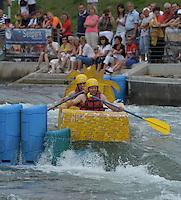 """Best of Pappbootrennen 2013 im Kanupark Markkleeberg anlässlich des Wasserfest 2013 - Team """"Löwenkutter"""" . Foto: Norman Rembarz"""