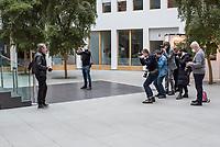 """Vorstellung des Programms der Pratei """"Team Todenhoefer"""" am Montag den 25. Januar 2021 in Berlin.<br /> Der Investigativ-Journalist, Buchautor und ehemaliges CDU-Mitglied Juergen Todenhoefer stellte zusammen mit der Generalsekretaerin und Sprecherin der Partei, Luisa Geesdorf; dem Bueroleiter der Bundeszentrale, Maximilian Rueger und Foundraising-Chefin Gizem Aksar das Programm der """"Gerechtigkeitspartei - Team Todenhoefer"""" vor.<br /> Im Bild: Fotografen fotografieren Juergen Todenhoefer vor der Veranstaltung im Lichthof der Bundespressekonferenz.<br /> 25.1.2021, Berlin<br /> Copyright: Christian-Ditsch.de"""