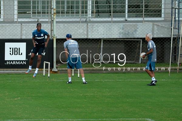 PORTO ALEGRE, RS, 21.01.2020 - RENATO - GREMIO - Jogadores, da equipe do Grêmio,  fazem treino com bola, no campo suplementar do C. T. Presidente Luiz Carvalho, em Porto Alegre, nesta terça-feira (21).