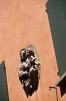 Europe/Italie/Emilie-Romagne/Bologne : Vierge sur une façade via San Vitale