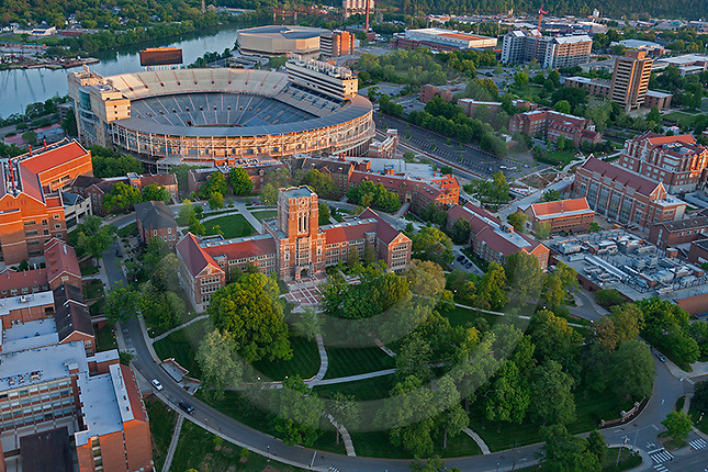 Ayres Hall and UTK Campus