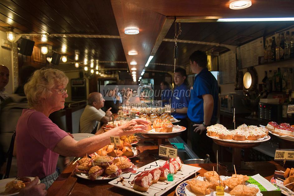 Europe/Espagne/Guipuscoa/Pays Basque/Saint-Sébastien: Bar à Tapas [Non destiné à un usage publicitaire - Not intended for an advertising use]
