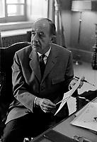 Le Major Hugues Lapointe, Commandant de la compagnie A, Lieutenant-gouverneur de la Province de Quebec<br /> , le  6 juin 1969<br /> <br /> Photo : Photo Moderne - Agence Quebec Presse