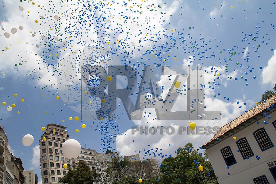 SAO PAULO,SP, 30.12.2016 - BALÕES-ACSP - Associação Comercial de São Paulo realiza a soltura de mais de 50 mil balões biodegradáveis na capital paulista, celebrando o encerramento das atividades do ano de 2016, nesta sexta-feira, 30. (Foto: Fabricio Bomjardim/Brazil Photo Press)