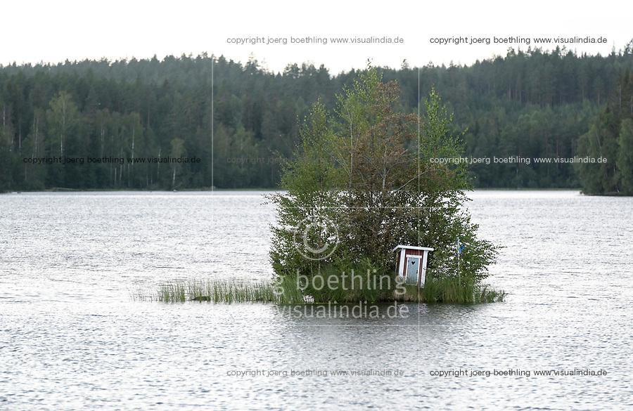 SWEDEN, Falun, toilet house on lake island / SCHWEDEN, Falun, Toilettenhäuschen auf Insel im See