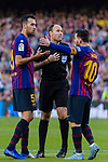 Lionel Andres Messi of FC Barcelona (R) speaks with referee Antonio Miguel Mateu Lahoz during the La Liga 2018-19 match between FC Barcelona and Real Betis at Camp Nou, on November 11 2018 in Barcelona, Spain. Photo by Vicens Gimenez / Power Sport Images