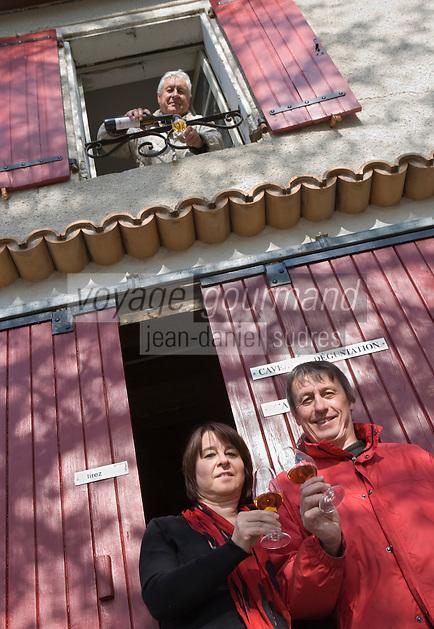 Europe/France/Midi-Pyrénées/81/Tarn/ Cahuzac-sur-Vère: Myriam et Bernard Plageolles  et Robert Plageolles Viticulteurs au Domaine de Tres Cantous [Non destiné à un usage publicitaire - Not intended for an advertising use]
