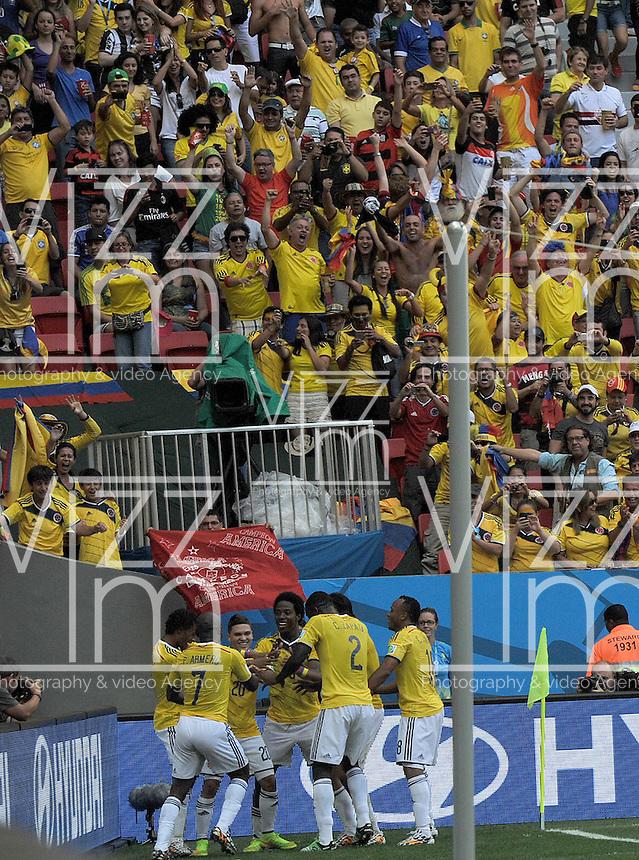 BRASILIA - BRASIL -19-06-2014. Jugadores de Colombia (COL) celebran un gol anotado a Costa de Marfil (CIV) durante partido del Grupo C de la Copa Mundial de la FIFA Brasil 2014 jugado en el estadio Mané Garricha de Brasilia./ Players of Colombia (COL) celebrate a goal scored to Ivory Coast (CIV) during the macth of the Group C of the 2014 FIFA World Cup Brazil played at Mane Garricha stadium in Brasilia. Photo: VizzorImage / Alfredo Gutiérrez / Contribuidor